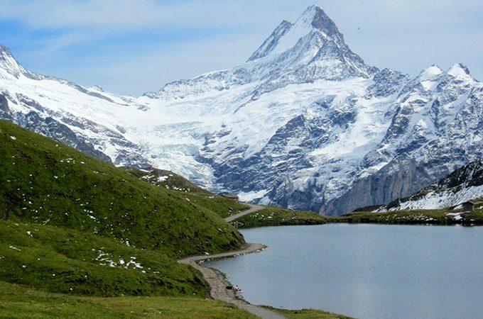 Grindelwald-walk-Lake-Bachalpsee