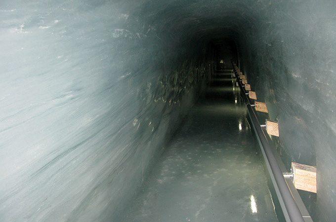 ice-tunnel-at-Jungfraujoch