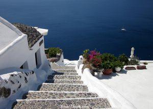 Santorini – Fira or Oia – the verdict is in!